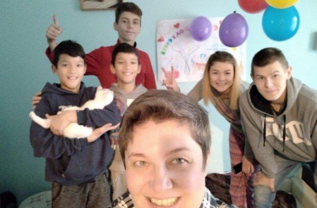Львів'янка стала мамою для дев'яти сиріт