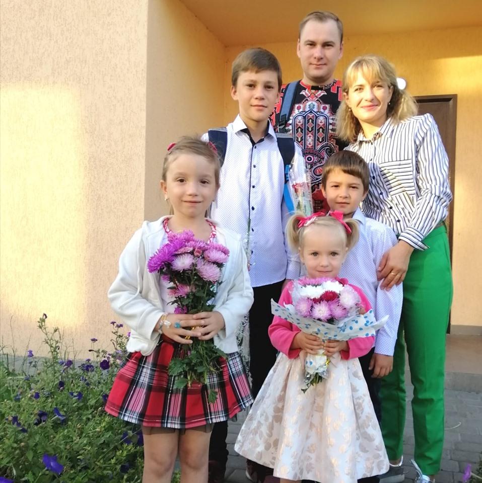 «Мама, чому ти не приходила?» - як черкаська сім'я взяла 5 дітей з притулку