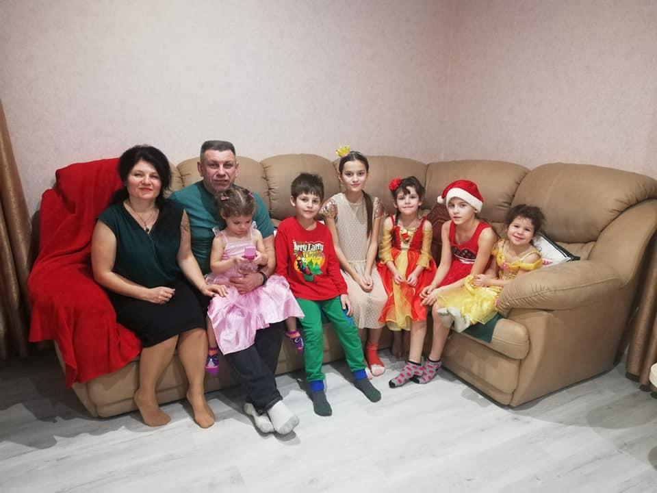 Народила трьох власних дітей, а сердцем - ще сімох - християнка з Черкас розповіла свою історію