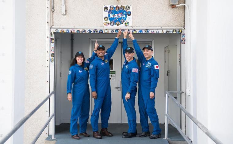 Астронавт-християнин взяв з собою на космічну станцію Біблію та чашки Причастя