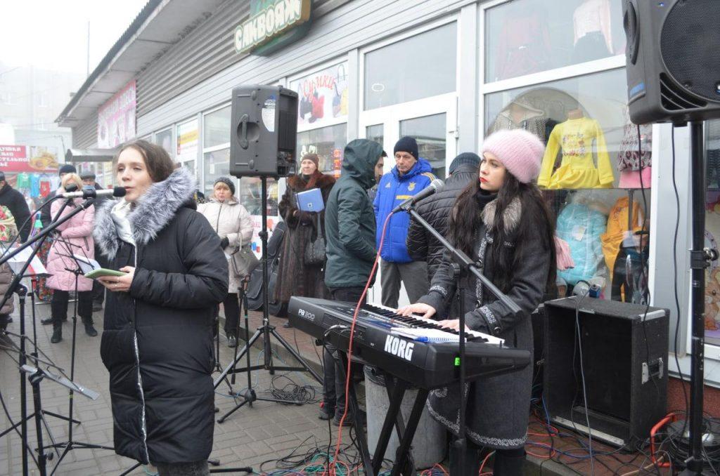В Черкасах на Центральному ринку християни влаштували Різдвяне свято